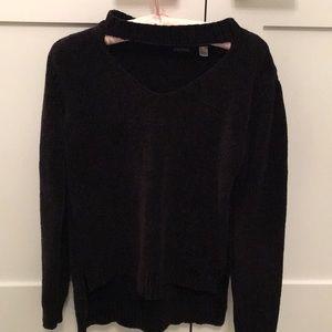 Sweaters - Open neck choker sweater